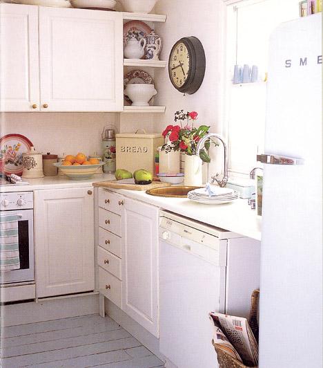 Hófehér bútor  Ha nem szereted a harsány színeket, vagy a konyhádban nagyon kevés a természetes fény, válassz egyszerű, fehér konyhabútort, és a falakat is fesd fehérre vagy krémszínűre. A visszafogott színeknek és harmonizáló kiegészítőknek köszönhetően a konyha nagyobbnak tűnik majd.