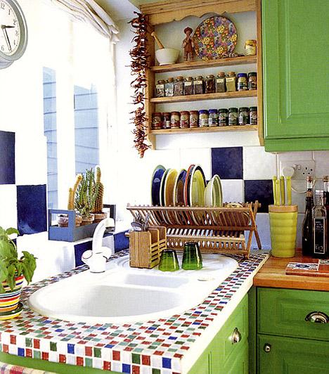 Használd a színeket!  A konyha a lakás talán egyetlen helysége, ahol szinte minden szín jól mutat. Ha kicsi a konyhád, akkor is bátran használj intenzív színeket, de válassz friss árnyalatokat, például fűzöldet, ez ugyanis nem nyomja össze a teret.  Kapcsolódó cikk: Tökéletes konyha 10 négyzetméteren »