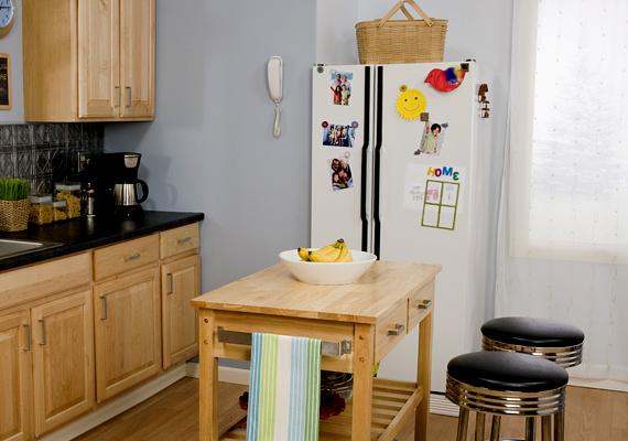 A hűtő nagy, egyszínű felületét is dekorálhatod, tehetsz rá hűtőmágnest, képet, fotót, de akár mágneses üzenőtáblát is.