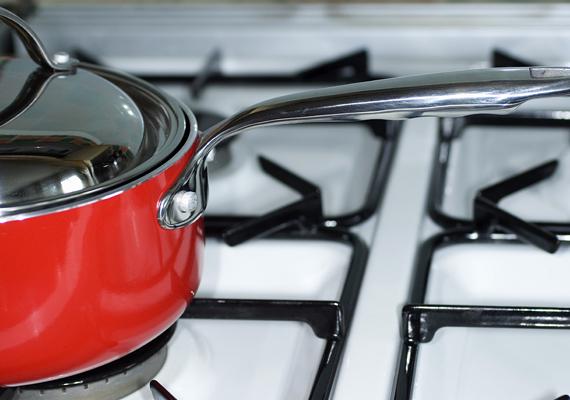 Mindig lefedett edényben főzz, így akár 20% energiát is megtakaríthatsz, emellett mindig megfelelő méretű edényt válassz a főzőlaphoz.