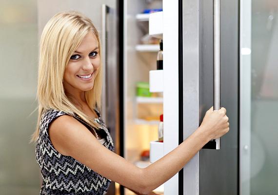 A hűtőben 5 Celsius-fok, a fagyasztóban pedig -18 Celsius-fok is elegendő a megfelelő tároláshoz. Már két fok különbség is akár 15%-kal növelheti meg a fogyasztást.