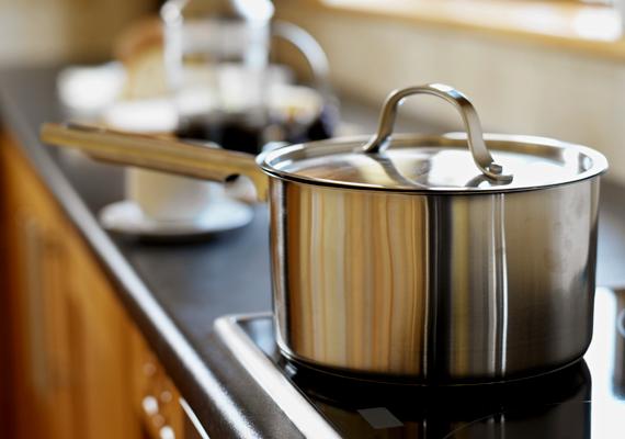 Ha villanytűzhelyen főzöl, ezt szintén kikapcsolhatod öt-tíz perccel a befejezés előtt.