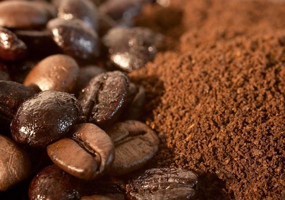 Ha a hűtődben valami már önálló életre kelt, akkor sajátos szagát akár kávézaccal is eltüntetheted, miután megszabadultál a bűnöstől. Tedd egy kis tálkába és dugd be a hűtőbe. Néhány óra után magába szívja a furcsa szagokat.