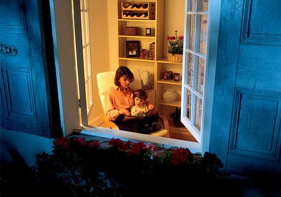 Lehetőleg éjszaka szellőztess, amikor a kinti hőmérséklet is elviselhetőbb mértékűre csökken. Nyitott ablakok mellett az alvás is kellemesebb lesz.