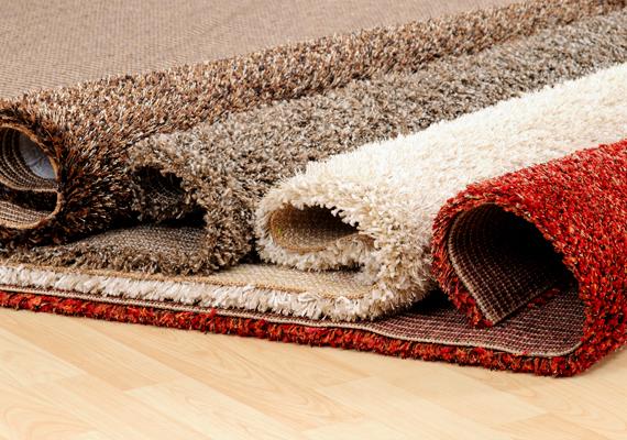 Egy vastagabb szőnyeg éppúgy, mint a függöny, szigetel, de alulról, így akkor érdemes beszerezned, ha például földszinten laksz, vagy olyan társasházban, ahol alattad épp a kocsibejáró található.