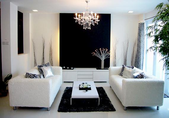 Az art deco stílus letisztult vonalaival, egyszerű fekete-fehér - illetve időnként arany-ezüst - színösszeállításával és szellős elrendezésével az eleganciát képviseli.
