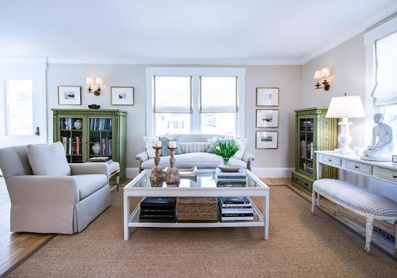 A régi és az új találkozása alkotja az úgynevezett easy living stílust, melynek alapját az értéket képviselő bútorok, illetve a színharmónia teremti meg. A világos árnyalatok jellemzőek erre a trendre.