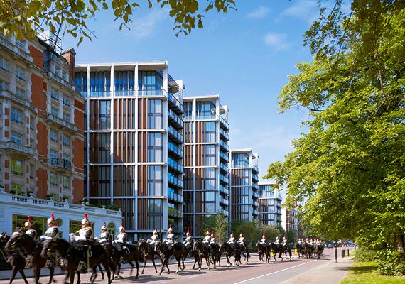 Szintén London egyik legfelkapottabb negyede következik, a One Hyde Park-i ingatlan 221 millió dollárt ér. Az épület Rinat Akhmetov üzletember tulajdonában áll.