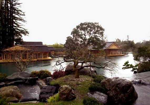 A japán stílusú Ellison Estate az amerikai üzletember, Larry Ellison tulajdona. Megépítése körülbelül 200 millió dollárba került.