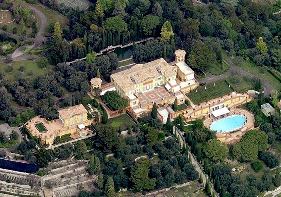 A második helyen a franciaországi Villa Leopolda áll, melynek tulajdonosa Lily Safra, aki részben házasságai révén tett szert komoly vagyonra. Az ingatlan értéke körülbelül 500 millió euró. Kattints ide, és nézz meg még több képet!