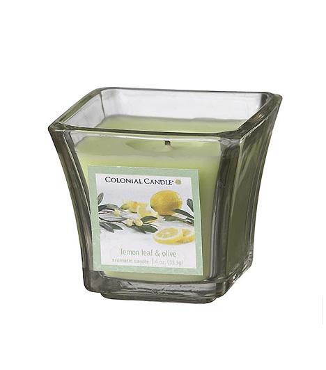 Colonial Candle Lemon&LeafValódi mediterrán hangulatot varázsol a Colonial Candle illatgyertyája az otthonodba. Itália napérlelte citrom- és illatos olívaligeteit idézi a Lemon&Leaf gyertya, melybe egy csipetnyi barackvirág, szantálfa és ámbra is került.