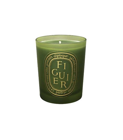 Distyque Figuier VerteA Földközi-tenger partjára utazhatsz, és illatos fügefák között sétálhatsz képzeletben, ha a Neroli Parfümház fügés illatgyertyájával illatosítod az otthonodat. Az exkluzív gyertya a legkiválóbb alapanyagokból készült hozzáértők keze alatt.