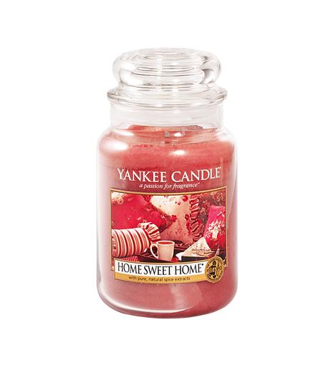 Yankee Candle Home, sweet homeA Yankee Candle, Amerika kedvenc illatgyertyáit és lakásillatosítóit gyártó cég immáron hazánkba is elérkezett. A végtelen kínálatban nehéz a választás, de a Home, sweet home illatcsaládot nem szabad kihagyni. A fahéjas, édes tea illatát a nagyobb gyertyával akár 150 órán át is érezheted.