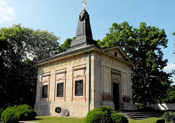 A harmadik helyen álló Üröm szintén a budapesti agglomeráció kedvelt települése. A képen nevezetessége, Alekszandra Pavlovna sírkápolnája látható.
