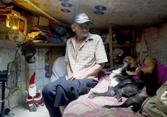 Néhány évvel ezelőtt számos nemzetközi médium beszámolt róla, hogy a több mint 60 éves Miguel Restrepo és felesége, María García több mint 20 éve élnek egy Medellinben, Kolumbiában található csatornában.
