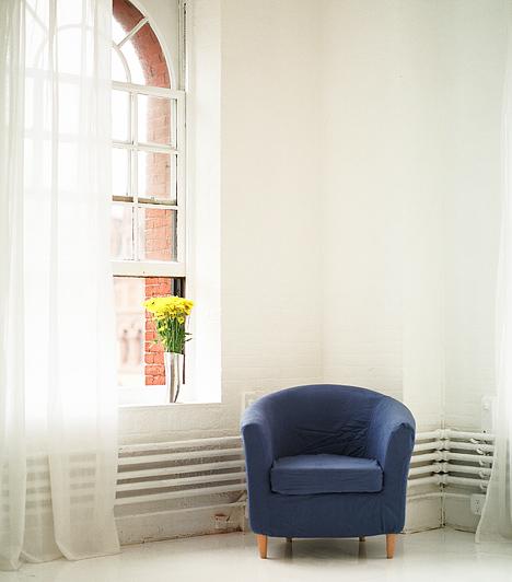 Túl rövid függönyökA függöny jelentősen meghatározza a helyiség hangulatát. Ha magas a belmagasság, soha ne válassz rövid függönyt, még akkor se, ha a fűtőtesttől szeretnéd óvni.