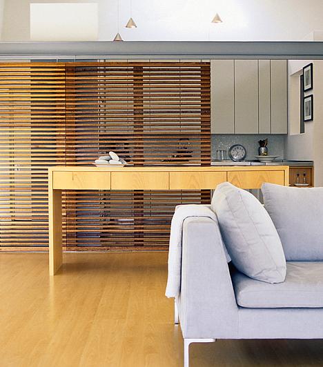 Szellős, üres lakás A szellős, tágas lakás csábító, ám könnyen üresnek érezheted, ha nem figyelsz a részletekre. Ha kedveled a minimál stílust, akkor nyugodtan válassz kevés bútort, azok azonban nagyok és hangsúlyosak legyenek. Ha elaprózod a berendezést, kong majd a lakásod az ürességtől.