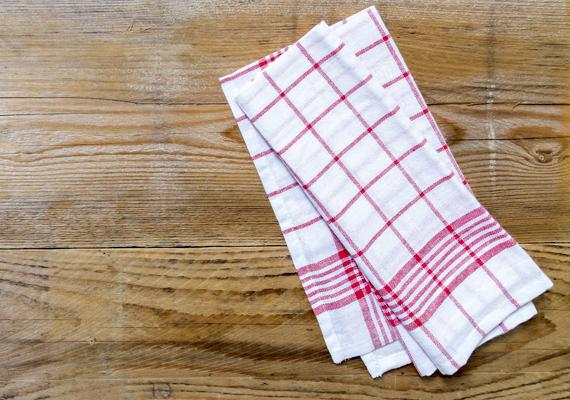Ugyanez igaz a konyharuhákra is, főleg, ha nem a tiszta evőeszközöket törölted le velük, hanem például a konyhapultot.