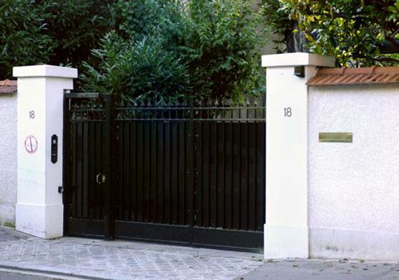 Miután Liliane hozzáment a politikus Andre Bettencourt-hoz, 1951-ben Párizs környékének egyik legelőkelőbb övezetébe, Neuilly-sur-Seine-be költöztek.