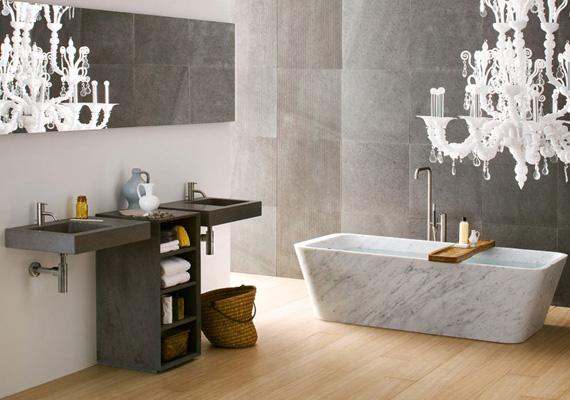 Minimál és modern barokk keveredik ebben a szürke fürdőszobában.