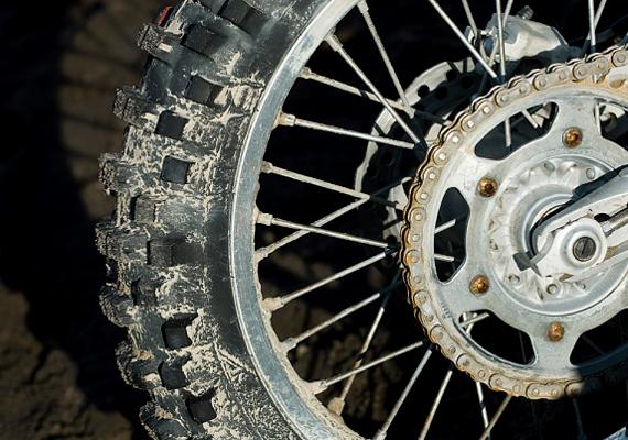 A spray tökéletes szer a bicikli láncának és fogaskerekeinek megtisztítására is.