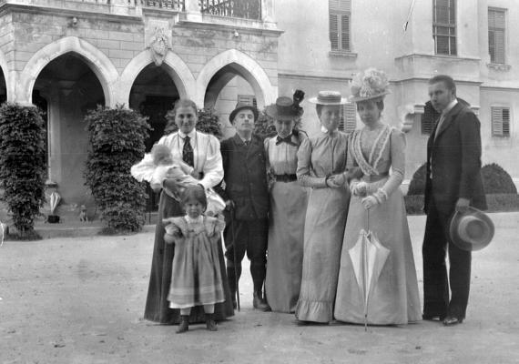 1902-ben készült a kép az egyik Zichy-kastély területén.