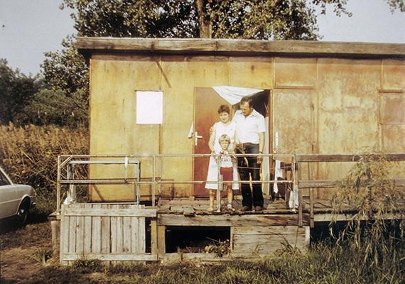 Bár egyszerű, azért mégiscsak egy nyaraló. A kép 1983-ban készült.