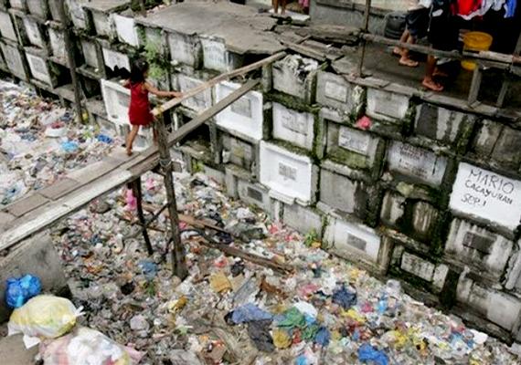 Az életkörülmények a temetőben meglehetősen rosszak, nincs meleg víz, elektromosság vagy szennyvízcsatorna.