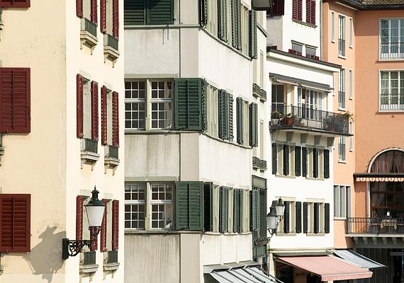 A lakásban található legveszélyesebb anyagok közé tartozik az azbeszt és az ólom: előbbi a régi épületek szigetelő- és építőanyagaiban is jelen lehet, míg utóbbi a régi festésekből, de akár a csapvízből is a környezetedbe kerülhet. Ide kattintva tudhatsz meg róluk többet.