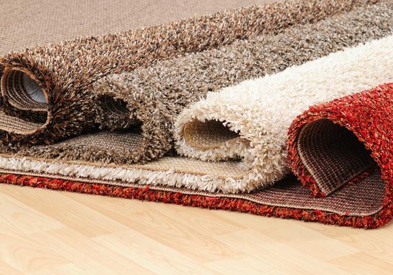 Az új, műszálas szőnyegekből is párologhatnak illékony, mérgező anyagok, például formaldehid. Ha ilyet vettél, néhány hónapig nem árt, ha gyakrabban szellőztetsz.