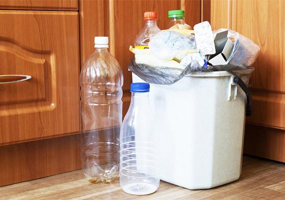 A legyeket, a muslicákat és számos más rovart is rendkívüli módon vonzza a bomló, szerves hulladék szaga, ami miatt a nyári időszakban különösen ügyelj a szemetes környékére. Ürítsd ki gyakrabban, lehetőleg ne tegyél bele gyümölcs- és zöldségmaradványt, valamint húst, emellett mosd is ki rendszeresen.