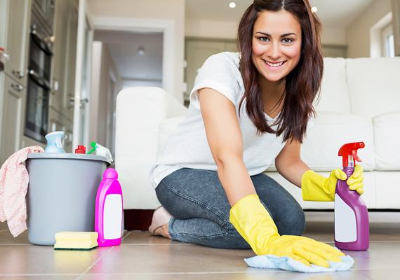 Viszont vannak olyan teendők is, melyeket elég a havi nagytakarítás idejére hagyni, például a padló felvikszelését, a függönyök mosását vagy éppen a vízköves felületek tisztítását. Itt tudhatsz meg róluk többet!