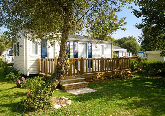A mobilházakhoz a legtöbb esetben kis telek is tartozik, ahol a lakóknak lehetőségük van a kertészkedésre is. Igény szerint a telkek kerítéssel is elkeríthetők.