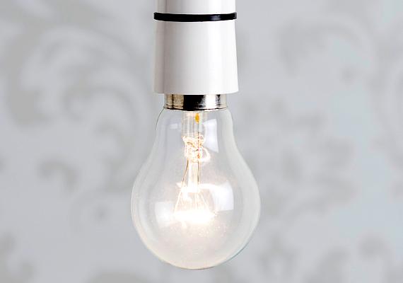 Ha a világítást nem energiatakarékos égőkkel oldod meg, sokkal nagyobb lesz a villanyszámlád, mint akkor, ha például LED-es izzókra váltasz. Ha nem is minden helyiségben - mivel költséges lehet -, a lakás leggyakrabban használt részein érdemes izzót cserélned. Ha szeretnél többet megtudni a témáról, kattints ide!