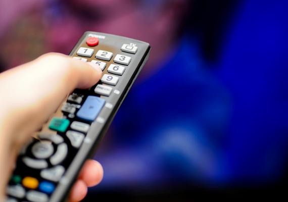 A televízió is jelentős áramfogyasztó lehet, különösen, ha régebbi típusú és nagyobb, de akkor is célszerű összehasonlítani az egyes termékek fogyasztását, ha új készüléket veszel - ha a vásárláskor az energiatakarékosság is fontos szempont, érdemes LED-tévékben gondolkodnod. Ha kíváncsi vagy, készenléti üzemmódban mely eszközök fogyasztanak sokat, kattints ide!