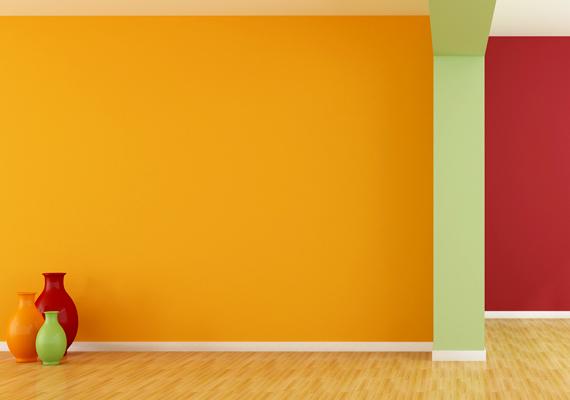 A narancssárga feldobja a lakást, és számos pozitívuma van, így nem kell lemondanod róla, ha nagyon is kedveled ezt a színt. Ha azonban nem szeretnéd, hogy túl domináns legyen, ne kombináld még erőteljesebb színekkel, például nagy mennyiségben pirossal, és lehetőleg világosabb, sárgásabb, barackosabb árnyalatait használd.