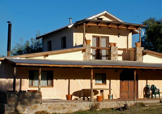 Az alternatív házépítési megoldások közül az egyik legkedveltebb a szalmabála ház, mely Magyarországon is kezd népszerű lenni, hiszen remekül szigetel. Engedélyeztetése itthon viszont csak egy cégnél lehetséges. Tudj meg róla még többet! »