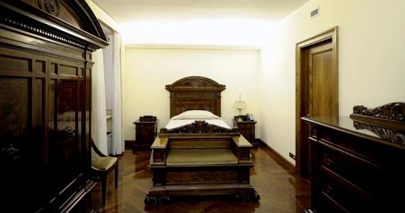 A pápai hálószoba sem tükröz fényűző körülményeket.