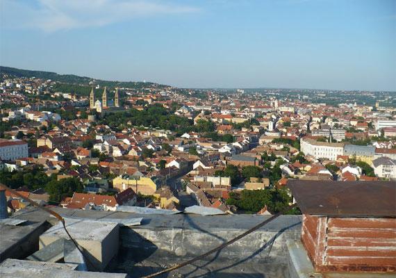 Kilátás a ház tetejéről. A 25 szintes ház a Guinness-rekordok könyvébe is bekerült Közép-Európa legmagasabb lakatlan épületeként.
