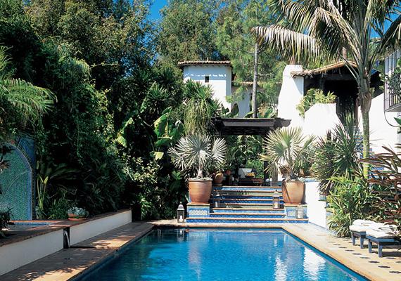 A humor nagyágyújaként is emlegetett Ben Stiller Hollywood Hill-i otthona igazi mediterrán haciendára emlékeztet, amit remekül kiegészít a hosszan elnyúló medence.
