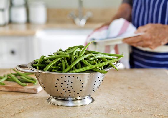A konyhapultot ne csak akkor tisztítsd meg, ha látható szennyeződés található rajta: akármit csinálsz rajta, és akármit teszel rá, utána mosd át alaposan, hiszen közvetlen kapcsolatban áll az ételekkel, melyeket a család magához vesz.