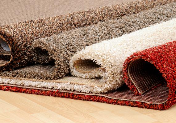 A padlószőnyeg komoly allergiaforrás lehet a poratkák szempontjából, ezért elengedhetetlen, hogy gyakran porszívózd, lehetőleg speciális szűrővel ellátott - HEPA-szűrős - porszívóval, mely kevésbé engedi a mikroszkopikus méretűre töredezett ürülékszemcséket visszajutni a levegőbe. Ha kisebb szőnyeged van, rendszeresen porold ki.