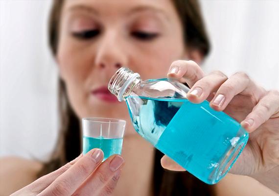 A hagymaszag eltüntetésére villámgyors módszer, ha szájvízzel mosod át kezeidet, majd hideg vízzel öblíted le.