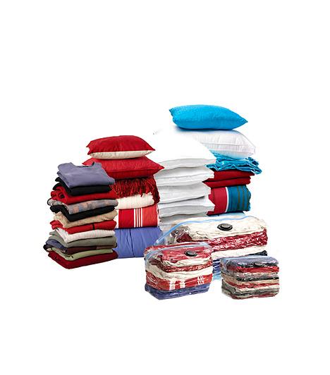 Space Bag Cube SetA Studio Moderna 2000 terméke egy egyszerű, de tökéletesen záródó zsák, melyben akár paplant vagy vastag kabátokat is tarthatsz. Miután belehelyezted a ruhákat a zsákba, porszívóval szívd ki belőle a levegőt a zsákon található, zárható résen keresztül. Az így keletkező vákuum hatására a ruhákból apró textilkocka lesz, mely szinte alig foglal helyet a szekrényben.