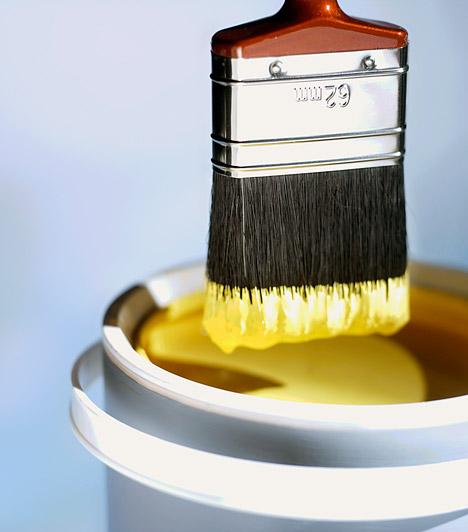 Festékek  Az illékony szerves vegyületeket tartalmazó festékek nem csak a festés és a száradás ideje alatt jelenthetnek veszélyt, de ha idővel elkezdenek lepattogni, a levegőbe is jut a mérgező porból. A belső tereken lehetőleg víz alapú, kevésbé mérgező színezőanyagokat használj, az idősödő rétegeket pedig fesd újra, hogy megakadályozd a lepergést.  Kapcsolódó cikk: Rákkeltő, meddőséget okoz: a te lakásodban is ott a veszélyes anyag? »