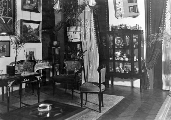 Ugyanaz a lakás - a fotó 1918-ban készült.