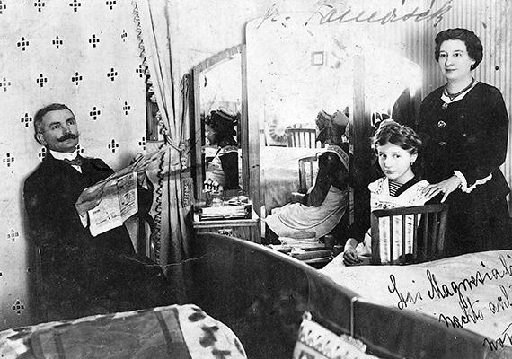 Családi portré a hálószobából, 1926-ból.