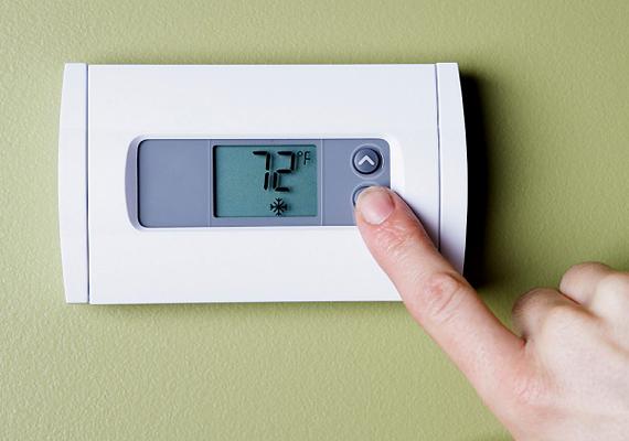 Sokat spórolhatsz a fűtésen, ha termosztátot használsz: egy digitális verzióval például beállíthatod az ideális éjszakai és nappali hőmérsékletet, sőt, azt is, hogy meleg legyen a lakásban, de csak, mire hazaérsz. Kattints ide, és tudj meg róla többet!
