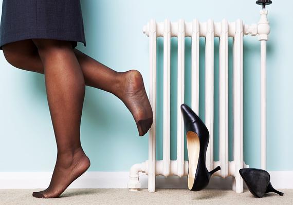 Egy pár cipő a radiátor előtt még nem sokat nyom a latba, de minél inkább elszigetelt a fűtőtest a szobában - például, ha bútorokat is elhelyezel előtte -, annál kevésbé érezni a hatását. Ez szintén pazarlás.