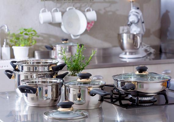 Ha a tűzhelyen főzöl, minden esetben, minden edényhez használj fedőt, így gyorsabban fő meg az étel, és jobban hasznosul az erre fordított energia. Mindemellett a kukta használatával is nagyon sok energiát spórolhatsz meg. A kisebb adagok melegítéséhez, elkészítéséhez pedig használd a mikrót.